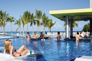 Rui-Palace-Jamaica-lounging-at-pool